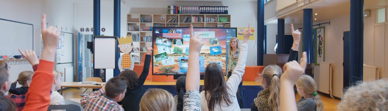 schüler lernen mit interaktivität